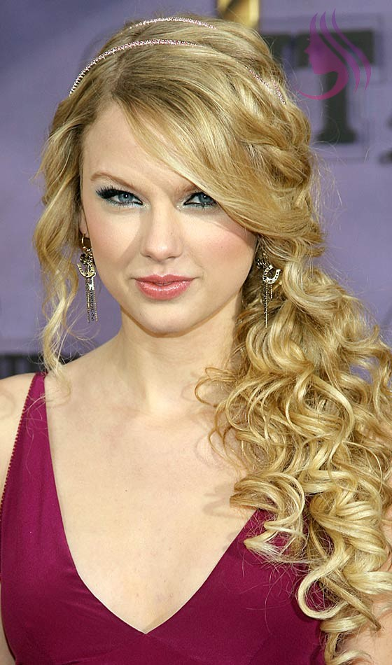 Ideas That You Should Try With Curly Ponytail Hairstyles